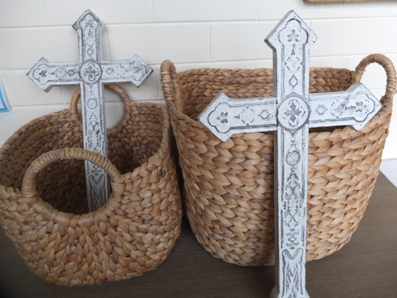Crosses and baskets
